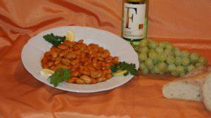 Wein Hicks - Antipasti Auswahl - Bohnen, Baguette, Weintrauben