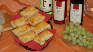 Wein Hicks Paderborn - Antipasti mit Blätterteigtaschen genießen bei einer Weinprobe
